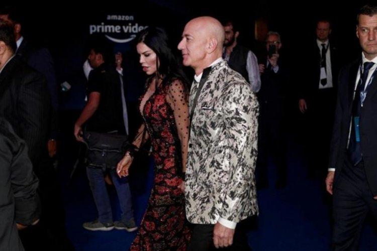 Jeff Bezos, kurduğu şirkette görevinden ayrıldı