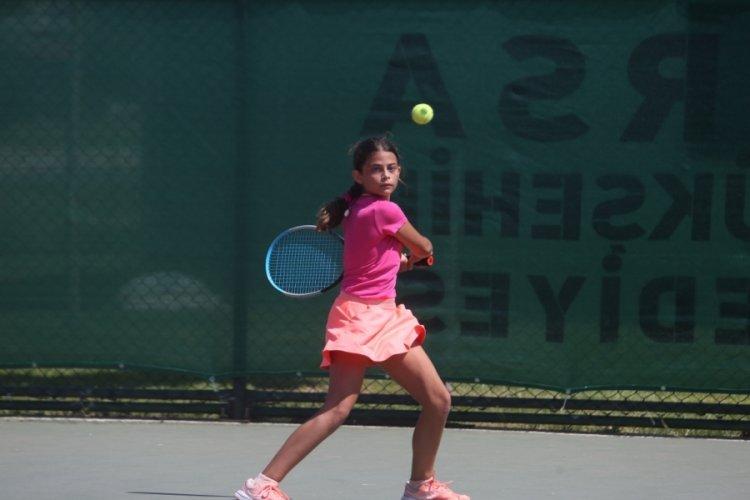 Hüdavendigar'da tenis heyecanı başladı
