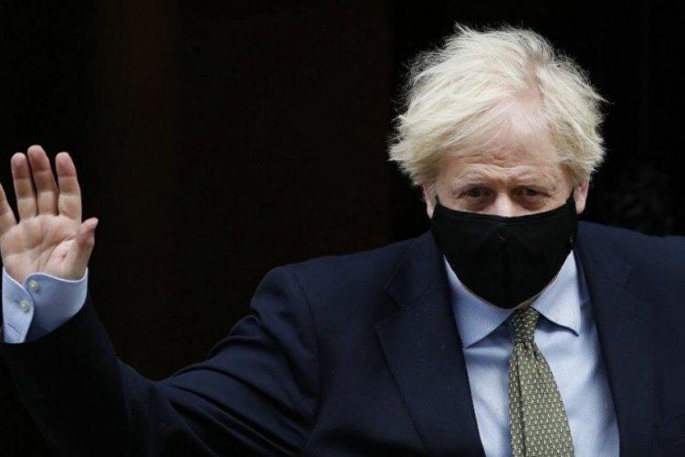 Boris Johnson: Maske zorunluluğu kalkacak