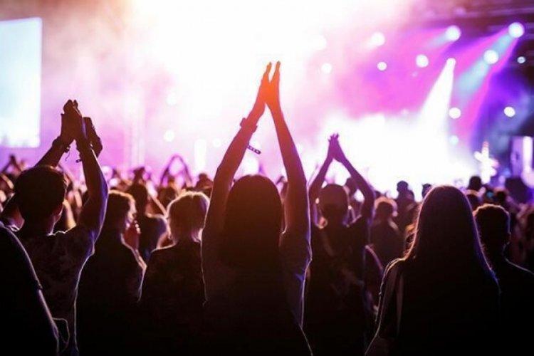 Konser, sinema, maç biletine aşı şartı tartışılıyor