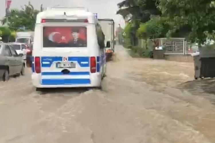 Bursa'da Demirtaş Organize Sanayi Bölgesi'ni sel vurdu!