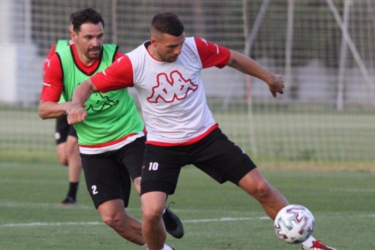 Podolski'nin yeni takımı belli oldu!