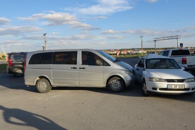 Minibüs ile otomobil kaza yaptı: 8 yaralı