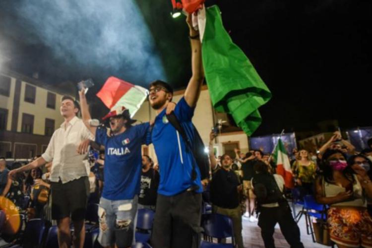 Final coşkusu Roma gecesini aydınlattı