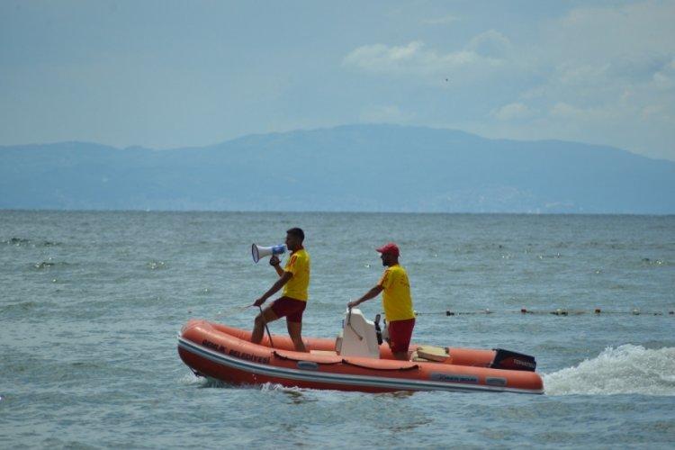 Bursa Gemlik Belediyesi'nden halk plajında özel plaj gibi hizmet