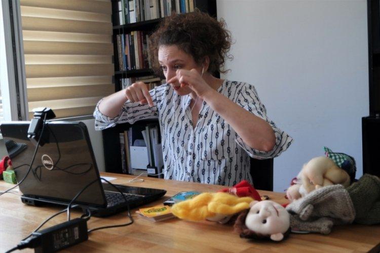 Bursa'da görüntülü bağlantıyla çocuklara oyun kurma becerisi kazandırıyorlar