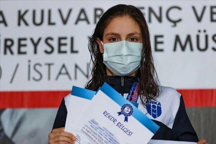 Milli yüzücü Merve Tuncel rekor kırdı