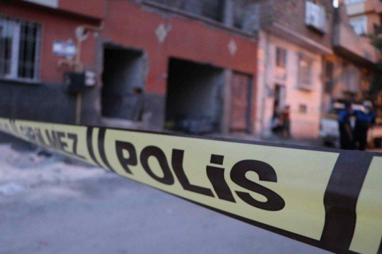 Ev tavanı çöktü: 1 ölü, 2 yaralı