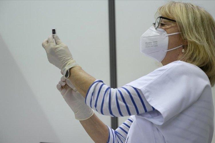 Fransa'da, aşı olmayanların listesi Sağlık Bakanlığı ile paylaşılacak