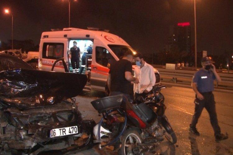 Yardım için durdular, kazaya karıştılar: 5 yaralı