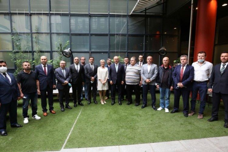 Bakan Çavuşoğlu, Finlandiya'da Türk vatandaşlarla buluştu