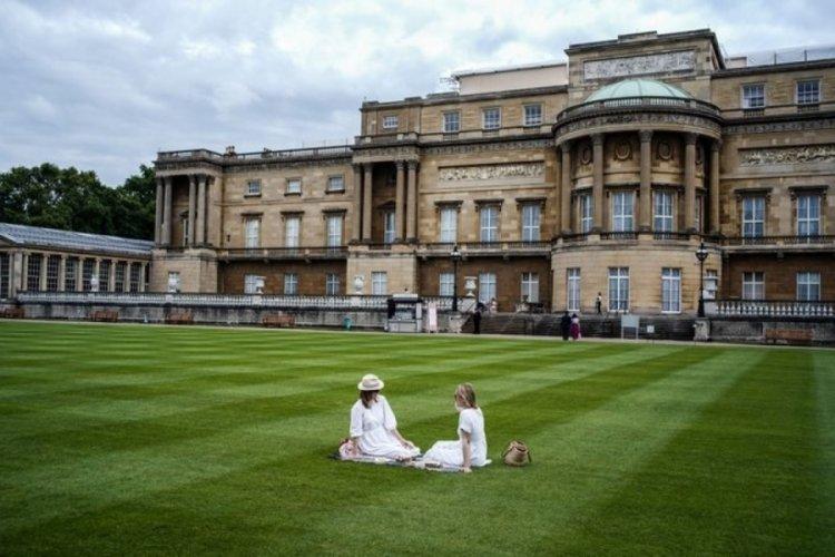 Buckingham Sarayı'nda piknik