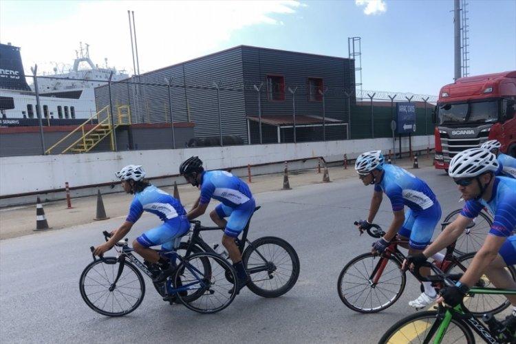 Ömer Halisdemir 5. Ulusal Bisiklet Turu'nda sporcular Bursa'ya hareket etti