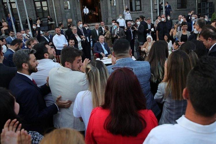Cumhurbaşkanı Erdoğan Gönül Dağı türküsünü seslendirdi