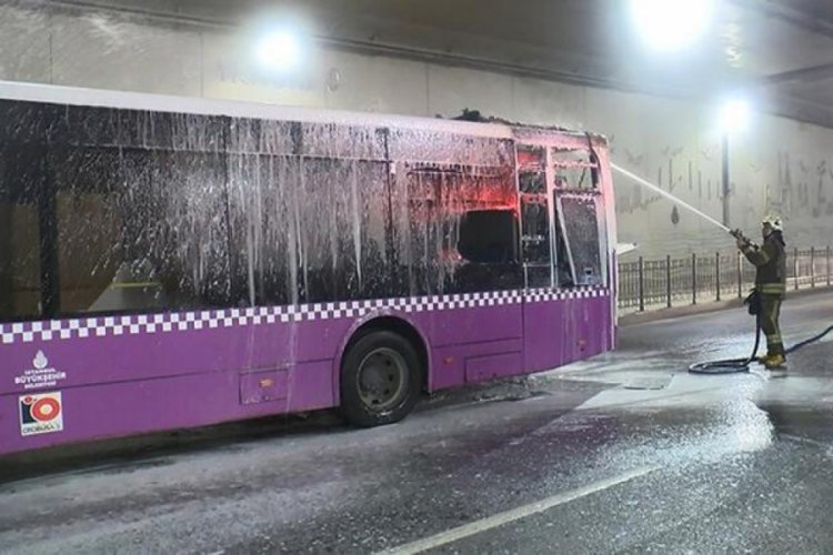 Taksim'de İETT otobüs yandı