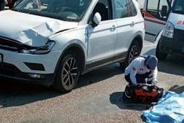Yolun karşısına geçerken otomobil çarpan kadın hayatını kaybetti