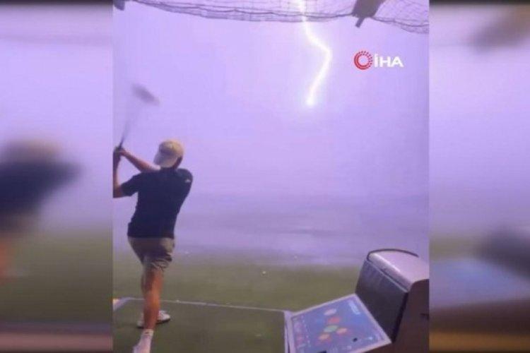 Vurduğu golf topuna yıldırım çarptı!