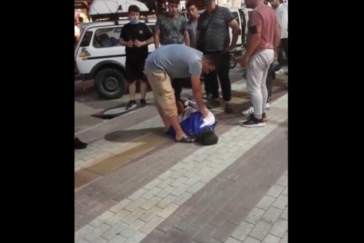 Bursa'da kendisine bıçak çeken kişiyi kelepçeleyerek ile etkisiz hale getirdi