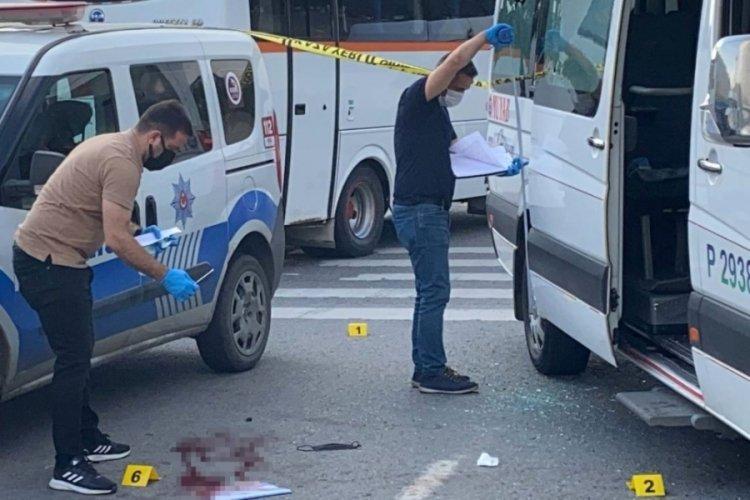 İşçileri taşıyan servis minibüsüne silahlı saldırı