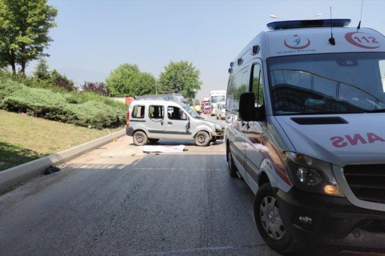 Bursa'da devrilen hafif ticari aracın sürücüsü öldü