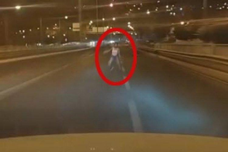 İzmir'de genç kıza çarpan sürücü, o anda canlı yayın yapıyormuş!