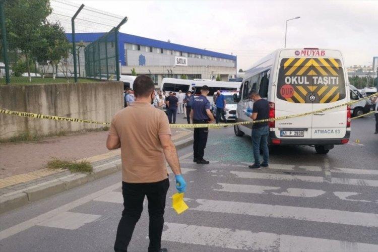 İşçileri taşıyan servis minibüsüne saldırdılar