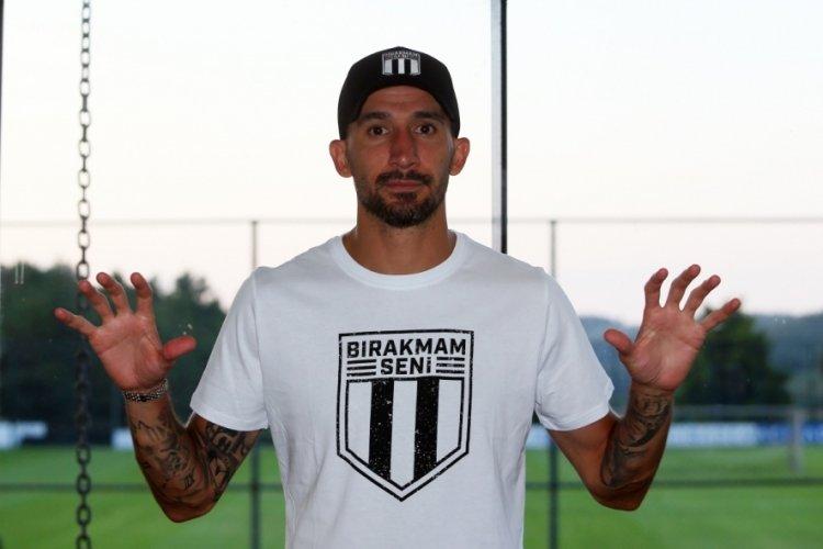 Beşiktaş, Mehmet Topal'ı transfer ettiğini açıkladı