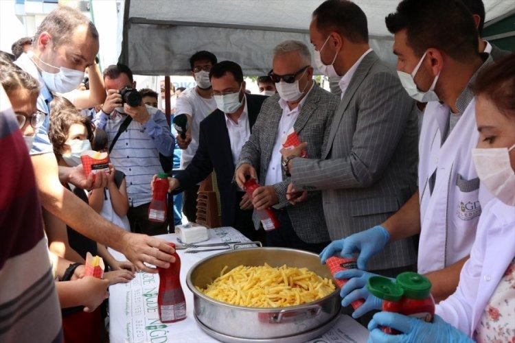 Patates Kızartması Günü: 2 ton dağıtıldı