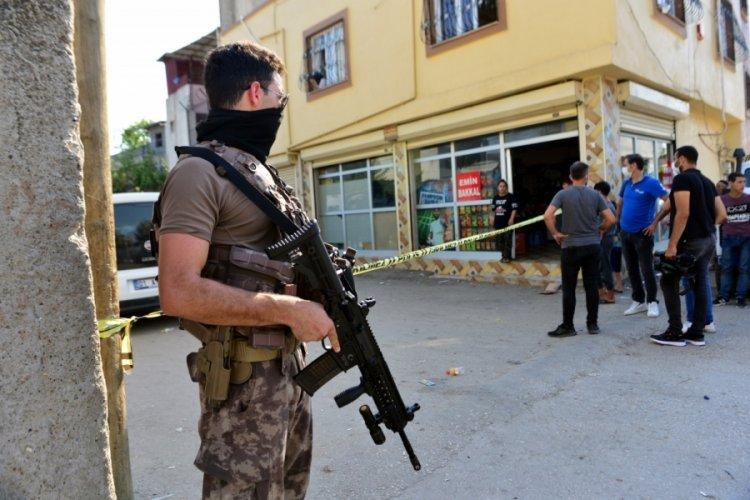 Adana'da çatışmayı izlerken vuruldu!