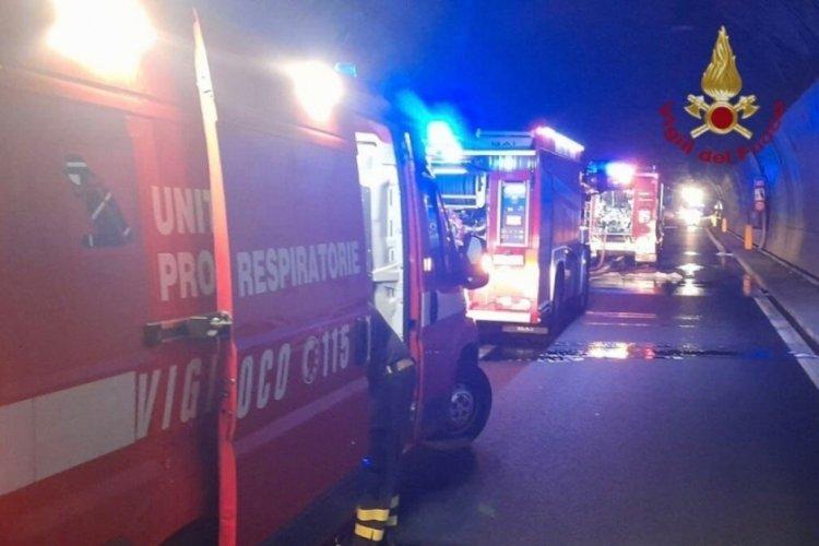 İtalya'da kahraman şoför, 25 çocuğu yanmaktan son anda kurtardı