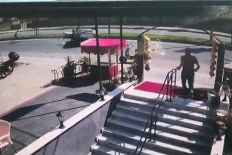 Arnavutköy'de ehliyetsiz sürücü takla attı!