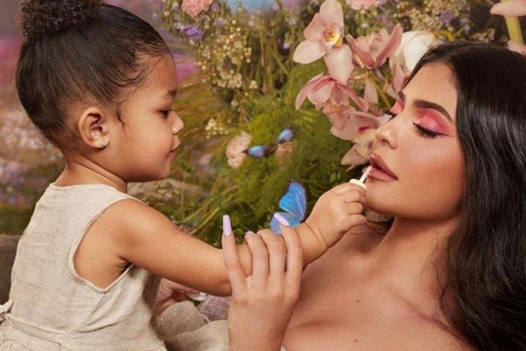 Kylie Jenner'ın 3 yaşındaki kızı, yeni marka çıkarıyor