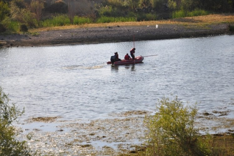 Afganlı genç, nehirde kayboldu