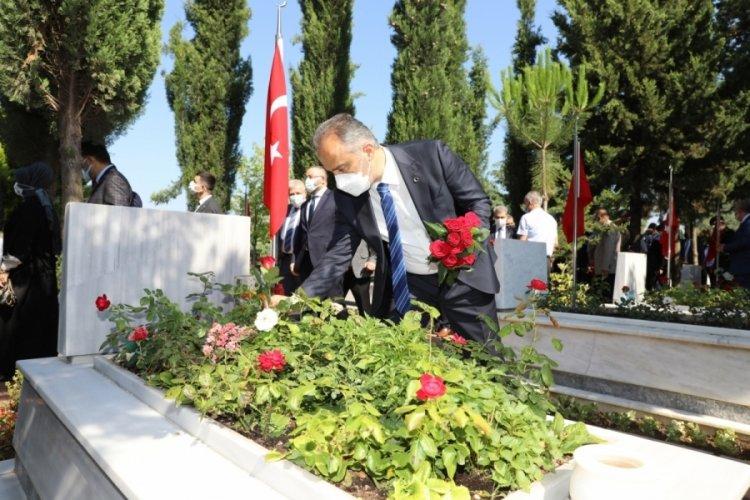Bursa'da şehitlikte duygusal anma