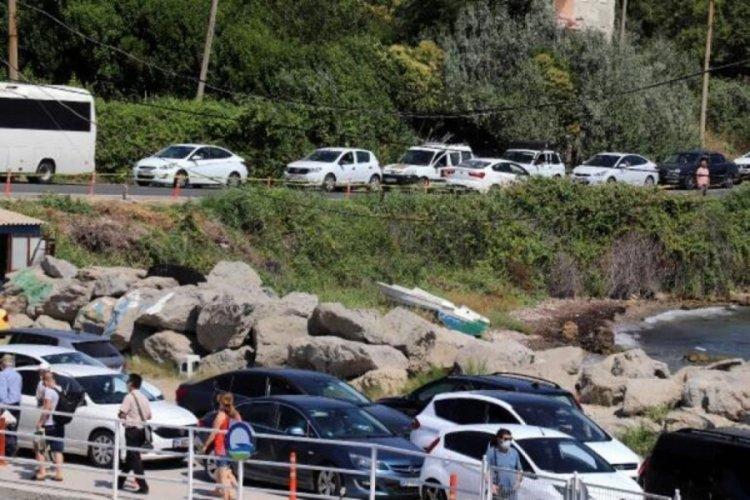 Tatilciler yola erken çıktı, trafik kilitlendi!