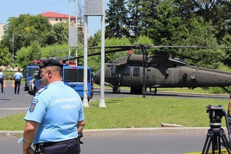 Helikopter caddenin ortasına indi!