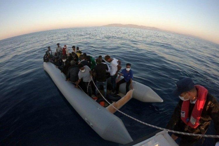 Lastik botta 31 kaçak göçmen kurtarıldı