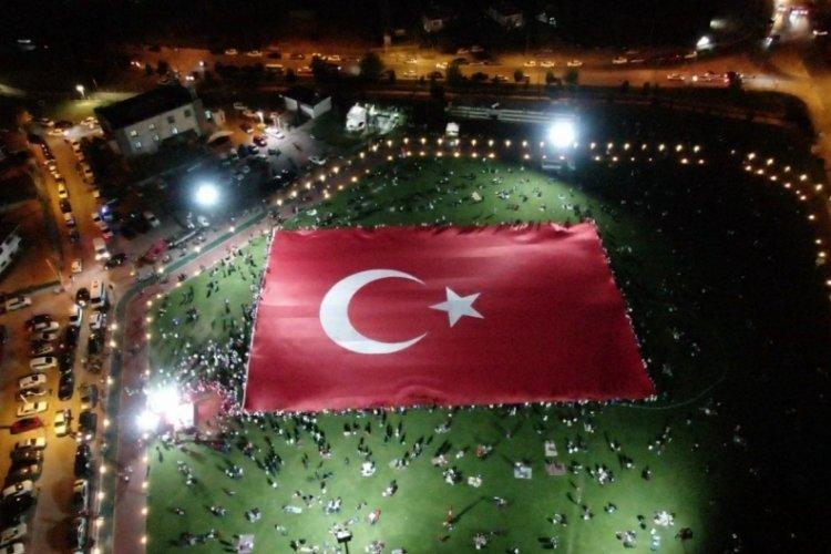 Dünyanın en büyük Türk bayrağı Kayseri'de açıldı