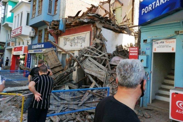 Bursa Mudanya'da tarihi bina çöktü