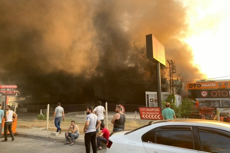 Kahramanmaraş'ta yangın 5 tesise sıçradı