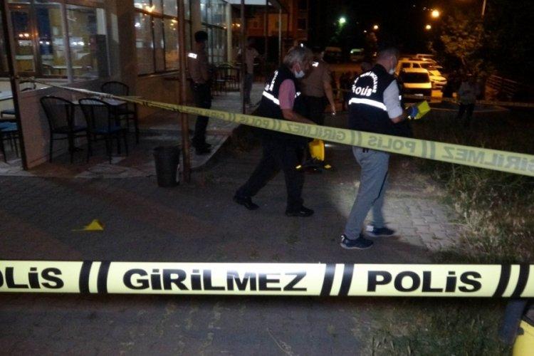 Kahvehaneye silahlı saldırı: 1 ölü, 1'i ağır 3 yaralı