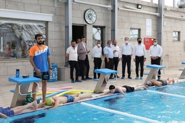 Bursa İnegöl yüzme kurslarında ilk dönem eğitimleri sürüyor