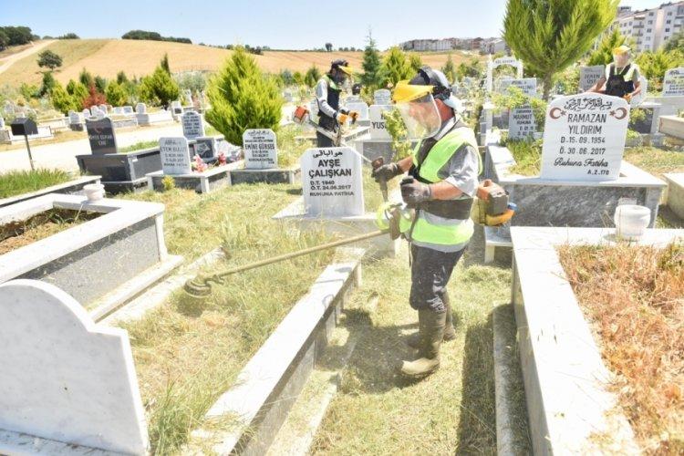 Bursa'da mezarlıklar bayrama hazır
