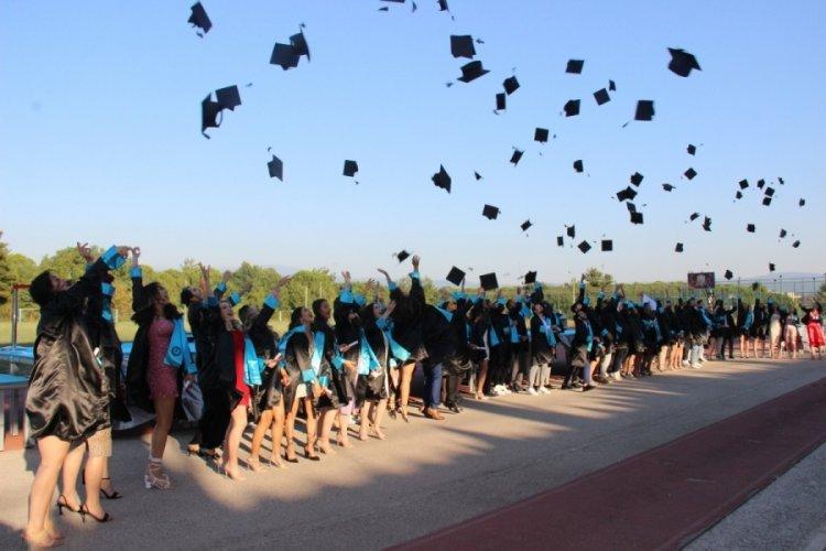 Bursa UÜ Spor Bilimleri Fakültesi'nde mezuniyet sevinci