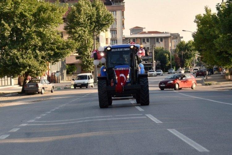 Bursa'da traktör sünnet arabasını görenler hayrete düştü