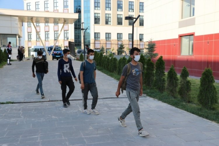 Niğde'deki 85 kaçak göçmen, yurda yerleştirildi
