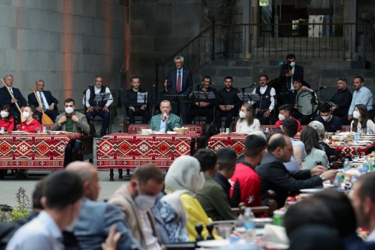 Cumhurbaşkanı Erdoğan,  Erzurum'da gençlerle buluştu