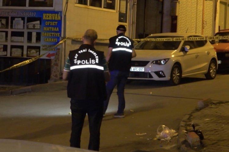 Cadde ortasında 2 kişi tabancayla vuruldu