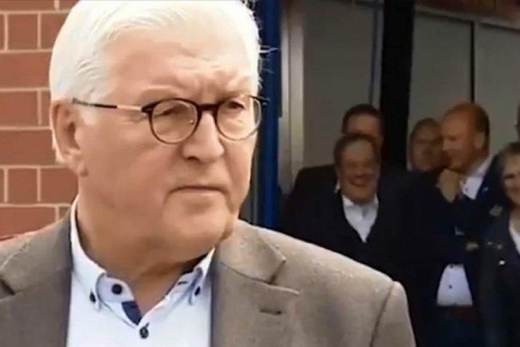 Almanya'da tepki çeken görüntü! Afet bölgesinde kahkahayla güldü