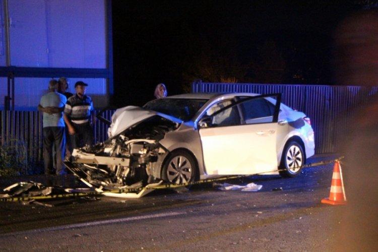 İş makinesine çarpan araçta bir kişi öldü